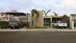 COME! The family is in the yard / Vera + Ormaza Arquitectos