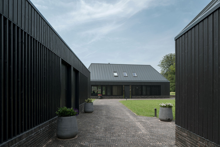 Two Detached New Homes and a Studio-Shed / VANDERSALM-aim, © Egbert de Boer