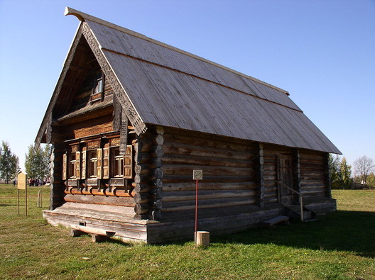 © <a href='https://upload.wikimedia.org/wikipedia/commons/7/77/Russia-Suzdal-MWAPL-House_of_Poor_Peasant-1.jpg'>Creative Commons user Alex Zelenko</a> licensed under <a href='https://creativecommons.org/licenses/by-sa/4.0/'>CC BY-SA 4.0</a>