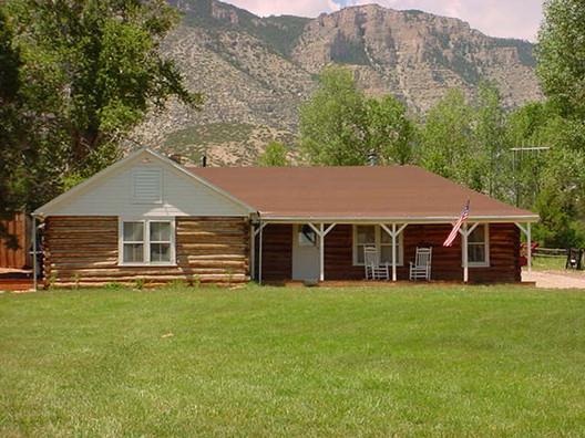 Image <a href='https://commons.wikimedia.org/wiki/File:Ewing-Snell_Ranch_House_MT_NPS.jpg'>via Wikimedia</a> (public domain)
