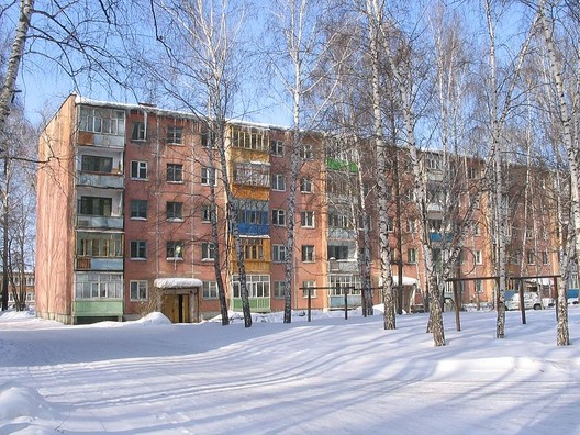 © <a href='https://upload.wikimedia.org/wikipedia/commons/8/8a/Panel_Khrushchev_house_in_Tomsk.jpg'>Creative Commons user MaxiMaxiMax</a> licensed under <a href='https://creativecommons.org/licenses/by-sa/3.0/deed.en/'>CC BY-SA 3.0</a>
