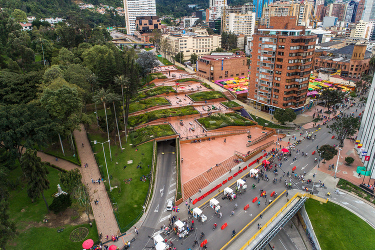 Parque Bicentenario, un proyecto que ayuda a coser una herida urbana en Bogotá, © El Equipo Mazzanti