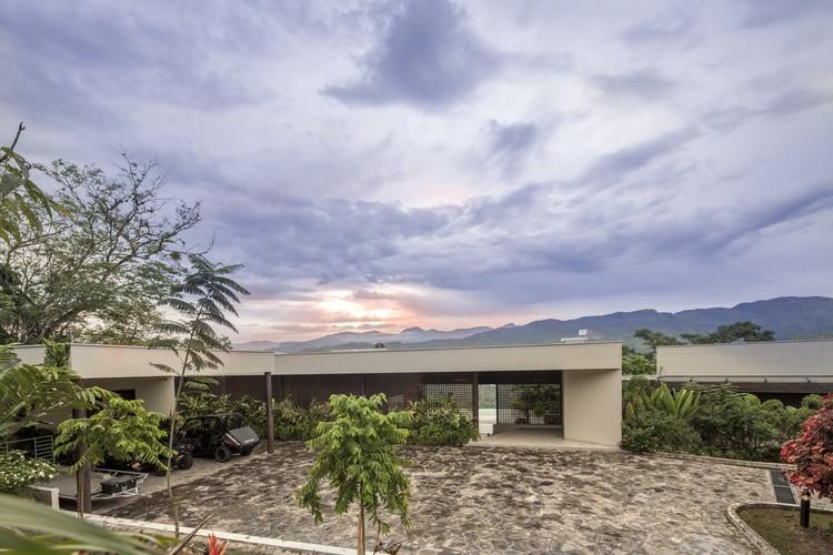 Casa Dos Maderos / Jaime Rendon Arquitectos, © Sergio Gomez
