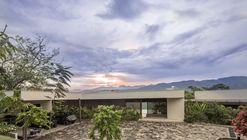 Casa Dos Maderos / Jaime Rendon Arquitectos