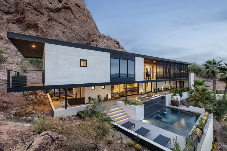 Red Rocks / The Ranch Mine | ArchDaily on ranch home remodeling ideas, ranch addition ideas, ranch home exterior remodel, ranch style home makeovers,