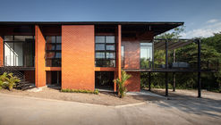 Casa Kanchanaburi / Anghin Architecture
