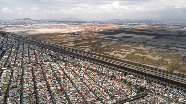 Soy de Azteca: A Photographic Essay of Aesthetics in Mexico's Periphery, Aerial view. Image © Zaickz Moz