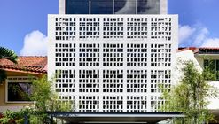 Intermediate Stories / HYLA Architects