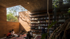 Earth Box  / Equipo de Arquitectura