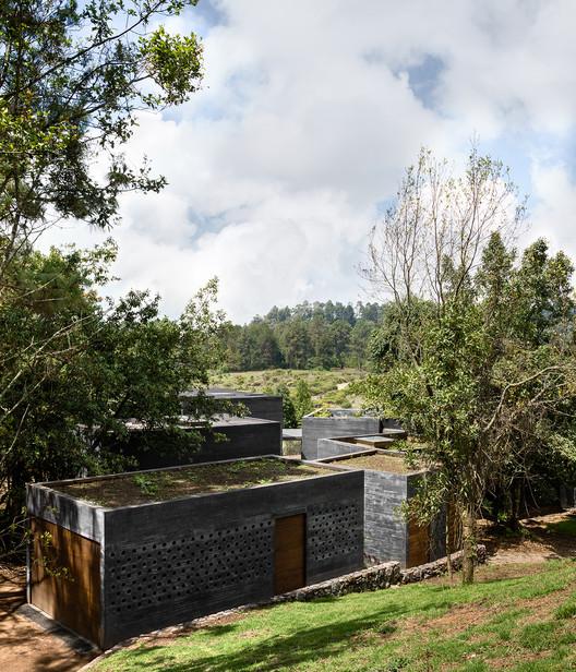 Casa Bruma in Valle de Bravo, Mexico by Fernanda Canales & Claudia Rodríguez. Image © Rafael Gamo