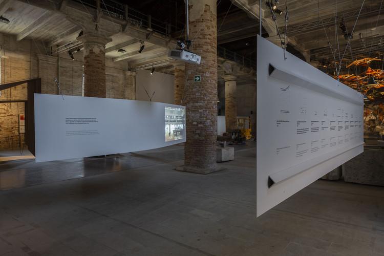 """GrupoSP participa da exposição FREESPACE na Bienal de Veneza com a instalação """"unnamed spaces"""", © Pedro Kok"""