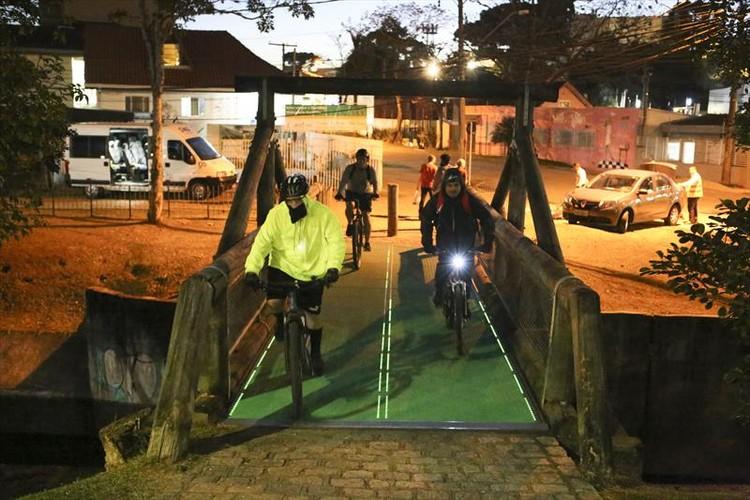 Piso que gera energia começa a ser testado em ciclovia de Curitiba, © Cesar Brustolin/SMCS