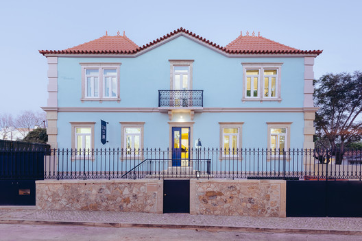 Hostel in Parede / Aurora Arquitectos + FURO