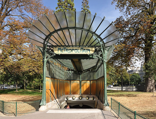 Entrance to the subway station Porte Dauphine in Paris. © Moonik, via Wikimedia. License CC BY-SA 3.0