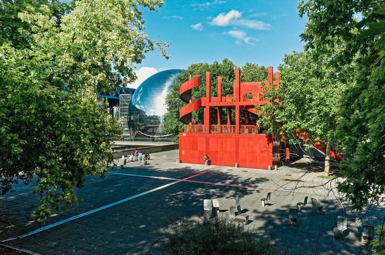 Parc de la Villette, diseñado por Bernard Tschumi. © victortsu en Visual Hunt / CC BY-NC