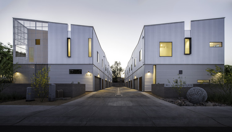 Kenneth Place Townhomes / Chen + Suchart Studio, © Matt Winquist