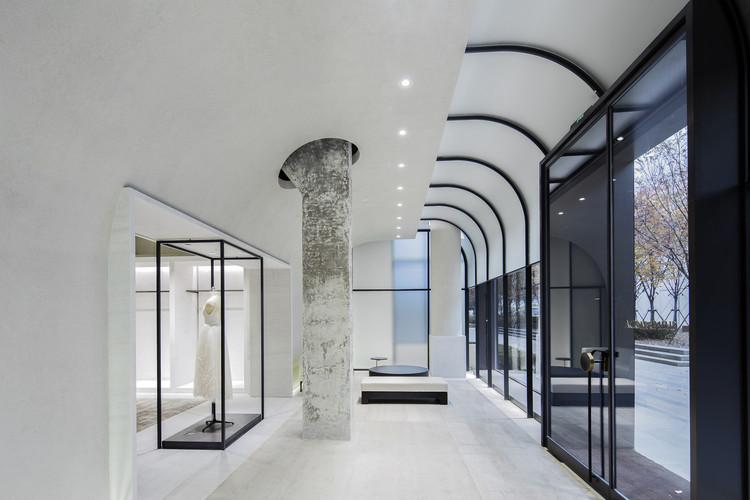 Shine Moda Flagship Store / Atelier tao+c, Atrium. Image © Zhonghai Shen
