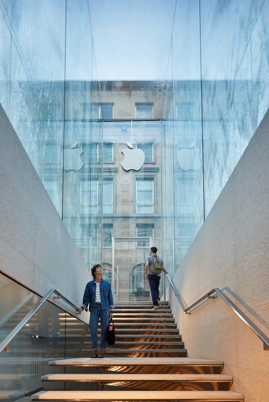Nova loja da Apple em Milão de Foster + Partners conta com