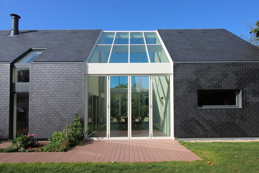 Bioclimatic 'Longère' House / INDY ARCHITECTES