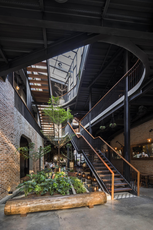galer a de caf y restaurante le house 24. Black Bedroom Furniture Sets. Home Design Ideas