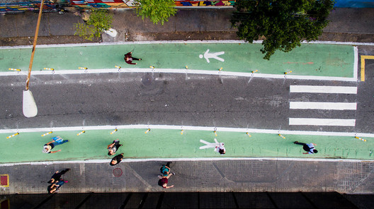 Joel Carlos Borges Street, in São Paulo, was transformed overnight to improve road safety, including enlarging the pedestrian area.