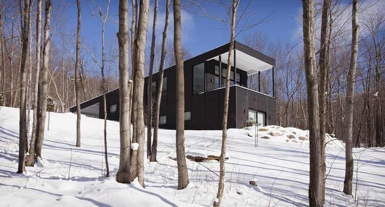 Casa rural en Sutton / Paul Bernier Architecte, © Claude Dagenais