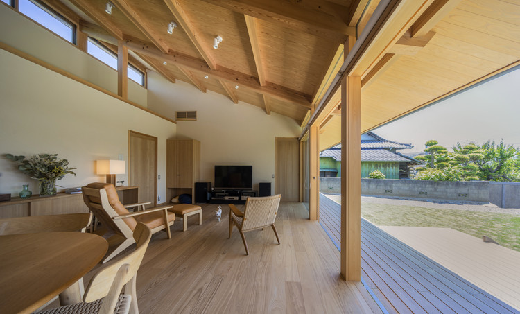 Residence for a Family and their Beloved Dog / TAKASHI OKUNO & ASSOCIATES, © Hirokazu Fujimura