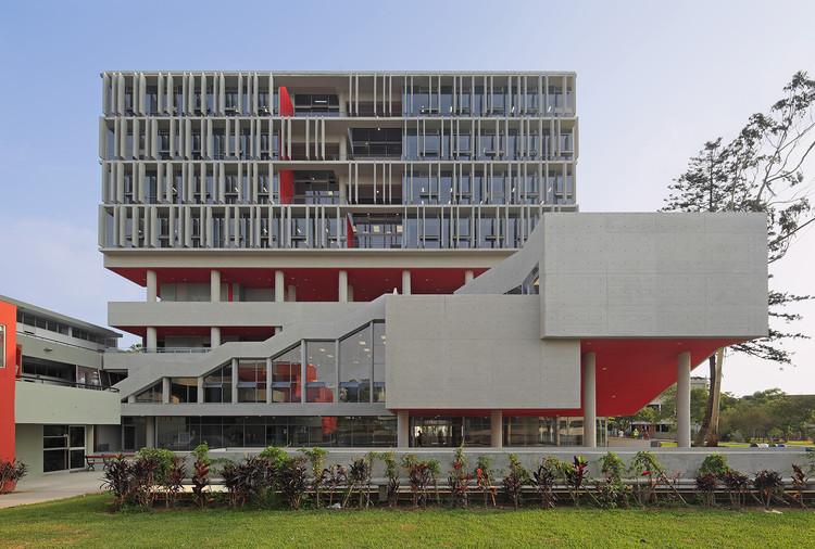Complejo Académico PUCP / Enrique Santillana + Tandem arquitectura + Jonathan Warthon, © Juan Solano Ojasí
