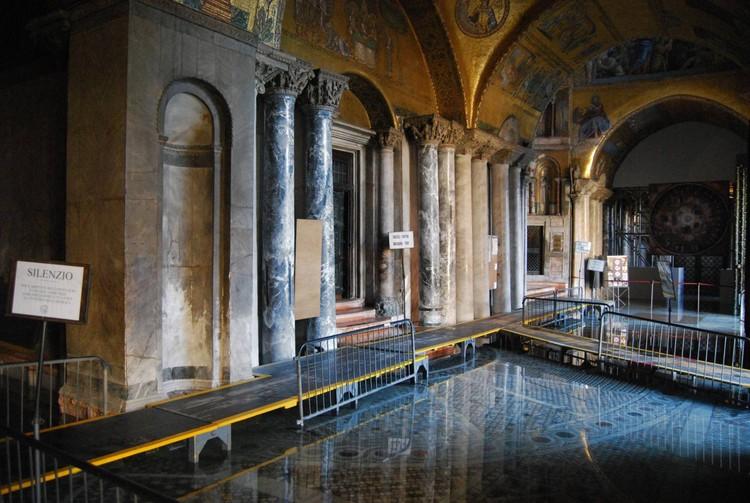 O resgate dos mosaicos de Veneza: projeto busca proteger a Basílica de São Marcos, Inundações na basílica de São Marcos. Imagem: Procuradoria da Basília de São Marcos, via El País