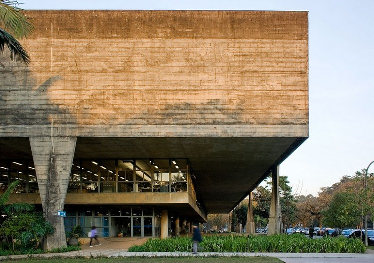 Tips For Using Concrete in Architecture, <a href='https://www.flickr.com/photos/stankuns/4941477191'>© via Flickr Fernando Stankuns </a> Licença CC BY-NC-SA 2.0. ImageFAUUSP / Vilanova Artigas
