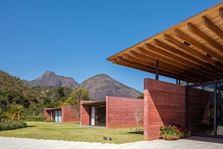 Casa Terra / Bernardes Arquitetura. Imagen © Leonardo Finotti