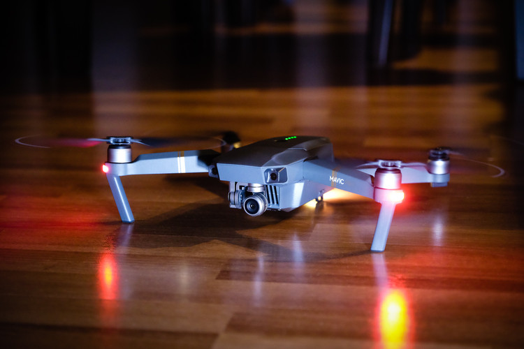 DJI Mavic Pro. Image© <a href='https://en.wikipedia.org/wiki/Mavic_(UAV)#/media/File:DJI_Mavic_Pro_(32613533582).jpg'>Wikimedia user Leigh Miller</a> licensed under <a href='https://creativecommons.org/licenses/by-sa/2.0/'>CC BY-SA 2.0</a>
