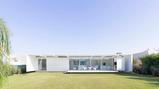 Casa en El Maitén / bernardo rosello - arquitectura