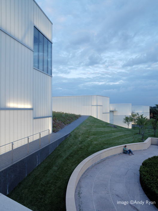 The Nelson-Atkins Museum of Art / Steven Holl Architects. Image © Andy Ryan