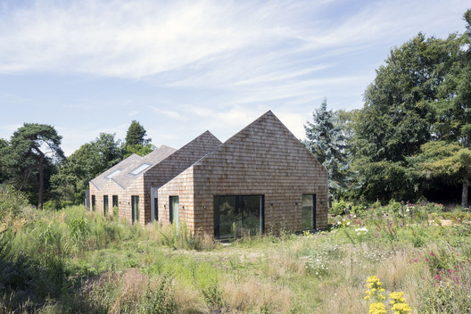Five Acre Barn, Suffolk / Blee Halligan. Image © Sarah Blee