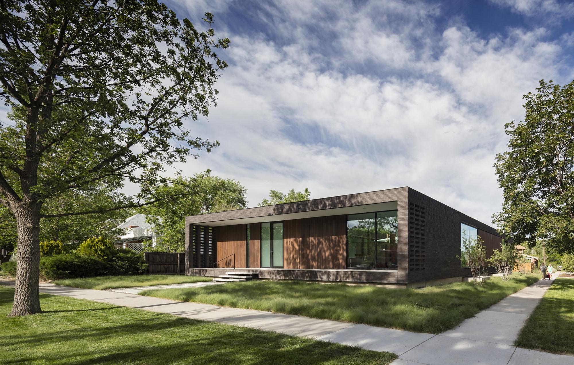 Brick City House / Studio B Architecture + Interiors