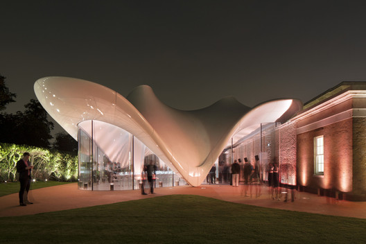 The cafe and bar at the Serpentine Sackler Gallery in London / Zaha Hadid Architects. . Image © Luke Hayes