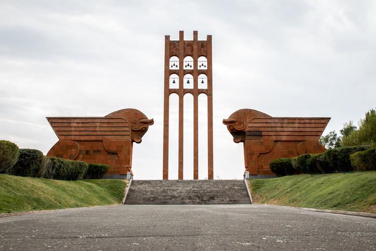 Os monumentos condenados da Europa revolucionária, pelas lentes de Darmon Richter, Complexo Memorial Heroico de Sardarapat. Imagem © Darmon Richter