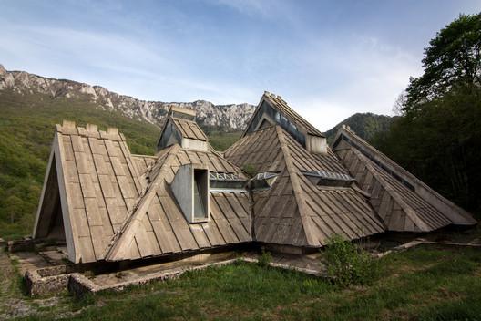 Memorial House, Tjentište. Image © Darmon Richter