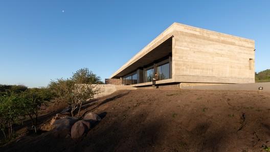 House on the Hill  / Abdenur Arquitectos