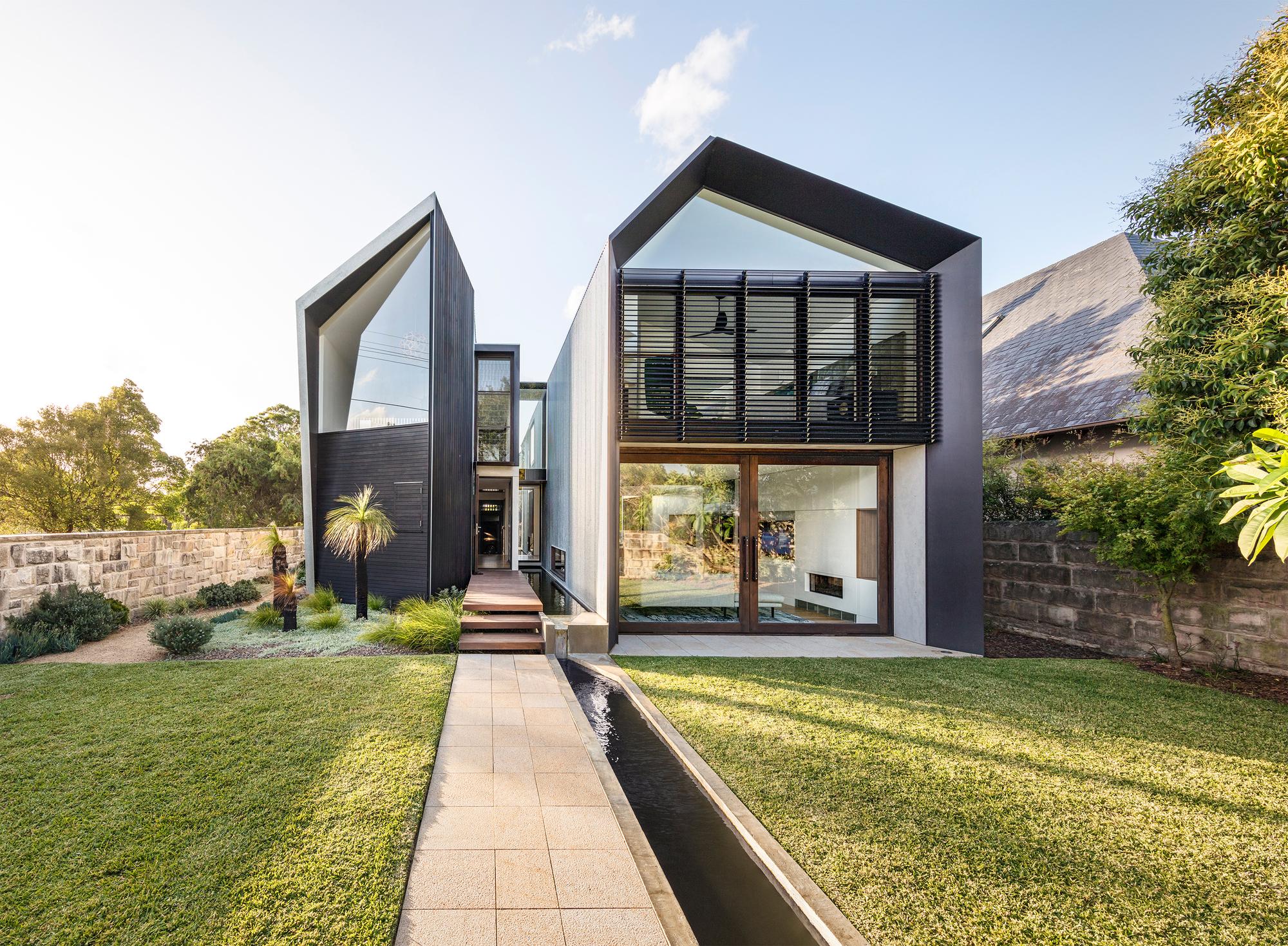 Iron Maiden House / CplusC Architectural Workshop