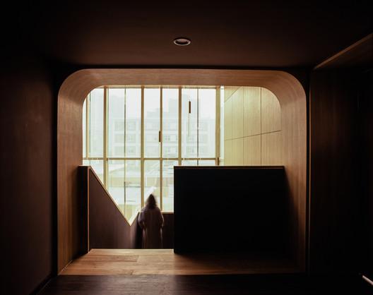 Hall de la Noche Estrellada y Girasoles / Atelier DL