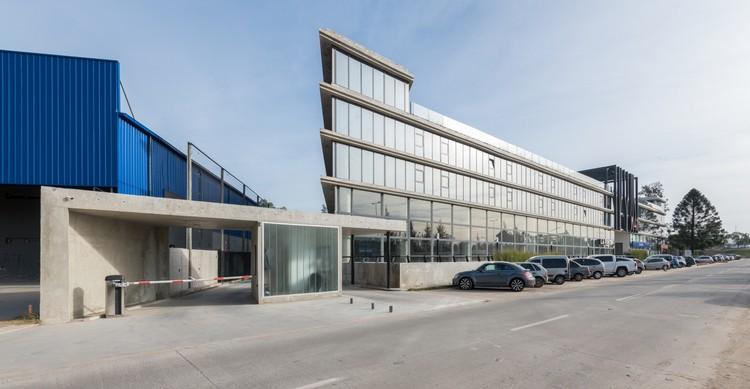 Complejo de Oficinas K41 / Ça Arquitectura, © Gonzalo Viramonte