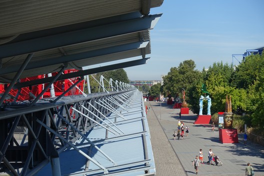 © <a href='https://upload.wikimedia.org/wikipedia/commons/f/f6/Parc_de_La_Villette_%40_Paris_%2828926264776%29.jpg'> Creative Commons User Guilhem Vellut</a> licensed under <a href='https://creativecommons.org/licenses/by/2.0/'>CC BY 2.0</a>