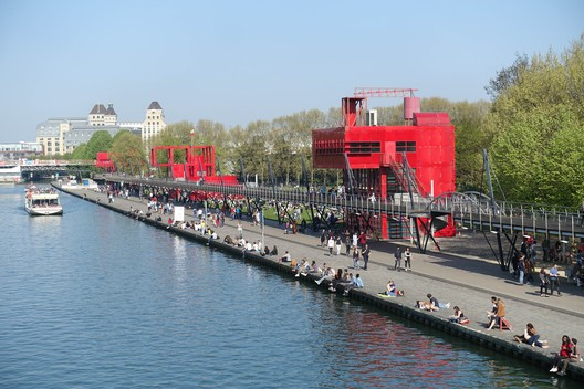 © <a href='https://upload.wikimedia.org/wikipedia/commons/b/b4/Canal_%40_La_Villette_%40_Paris_%2833091237904%29.jpg'> Creative Commons User Guilhem Vellut</a> licensed under <a href='https://creativecommons.org/licenses/by/2.0/'>CC BY 2.0</a>