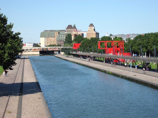 © <a href='https://upload.wikimedia.org/wikipedia/commons/c/c2/Parc-de-la-villette.jpg'> Creative Commons User Pline</a> licensed under <a href='https://creativecommons.org/licenses/by-sa/3.0/'>CC BY-SA 3.0</a>