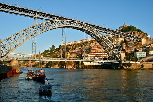 via Wikimedia. ImageDom Luis Bridge / Porto, Portugal