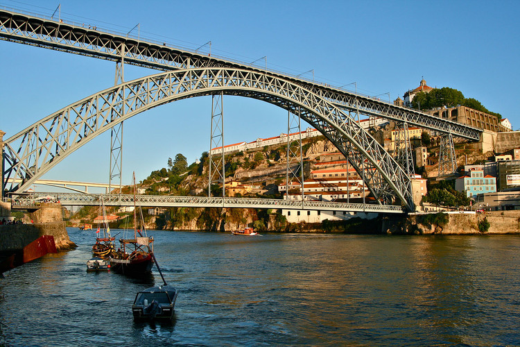 Mind the Gap: Minimizing Data Loss Between GIS and BIM, via Wikimedia. ImageDom Luis Bridge / Porto, Portugal