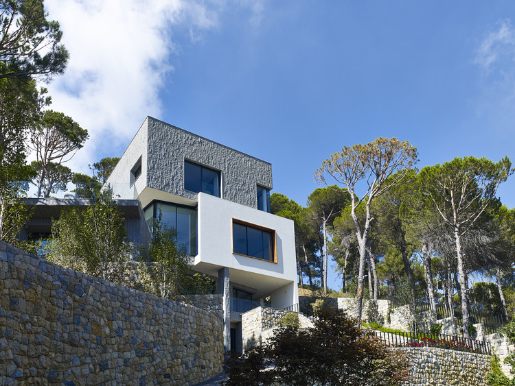 Hillside Villa / Joe Serrins Studio, © Vicky Mokbel