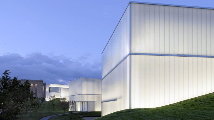 Diffused Light: How to Design 'Lantern Buildings' With Self-Supporting Glass Walls, The Nelson-Atkins Museum of Art / Steven Holl Architects. Image © Andy Ryan